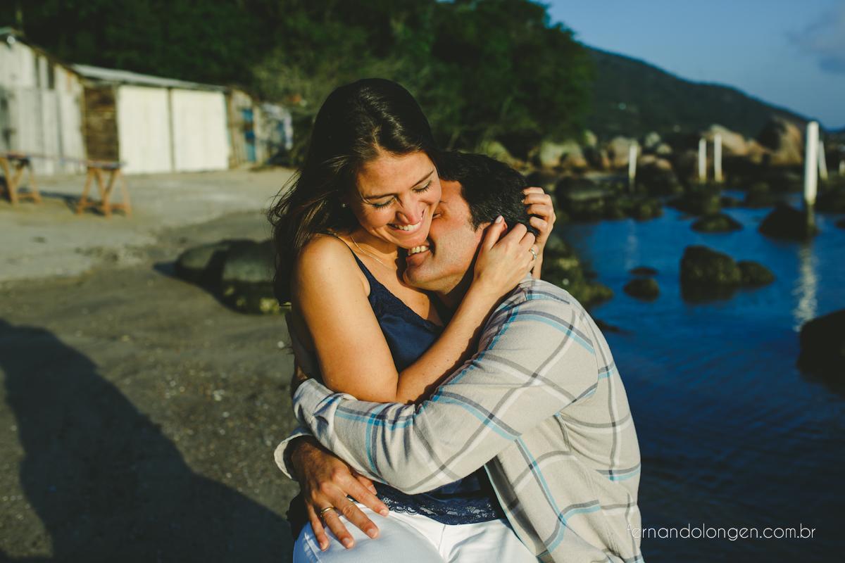 sessao-pre-casamento-na-praia-em-florianopolis-fotografo-fernando-longen-noivos-renata-e-marcio-7