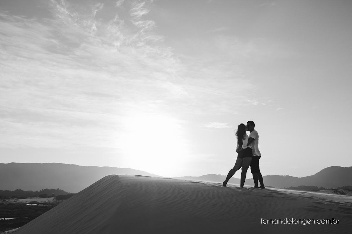 sessao-pre-casamento-na-lagoa-da-conceicao-e-dunas-da-joaquina-florianopolis-ensaio-casal-noivos-pre-casamento-fotografo-fernando-longen-wedding-photographer-11