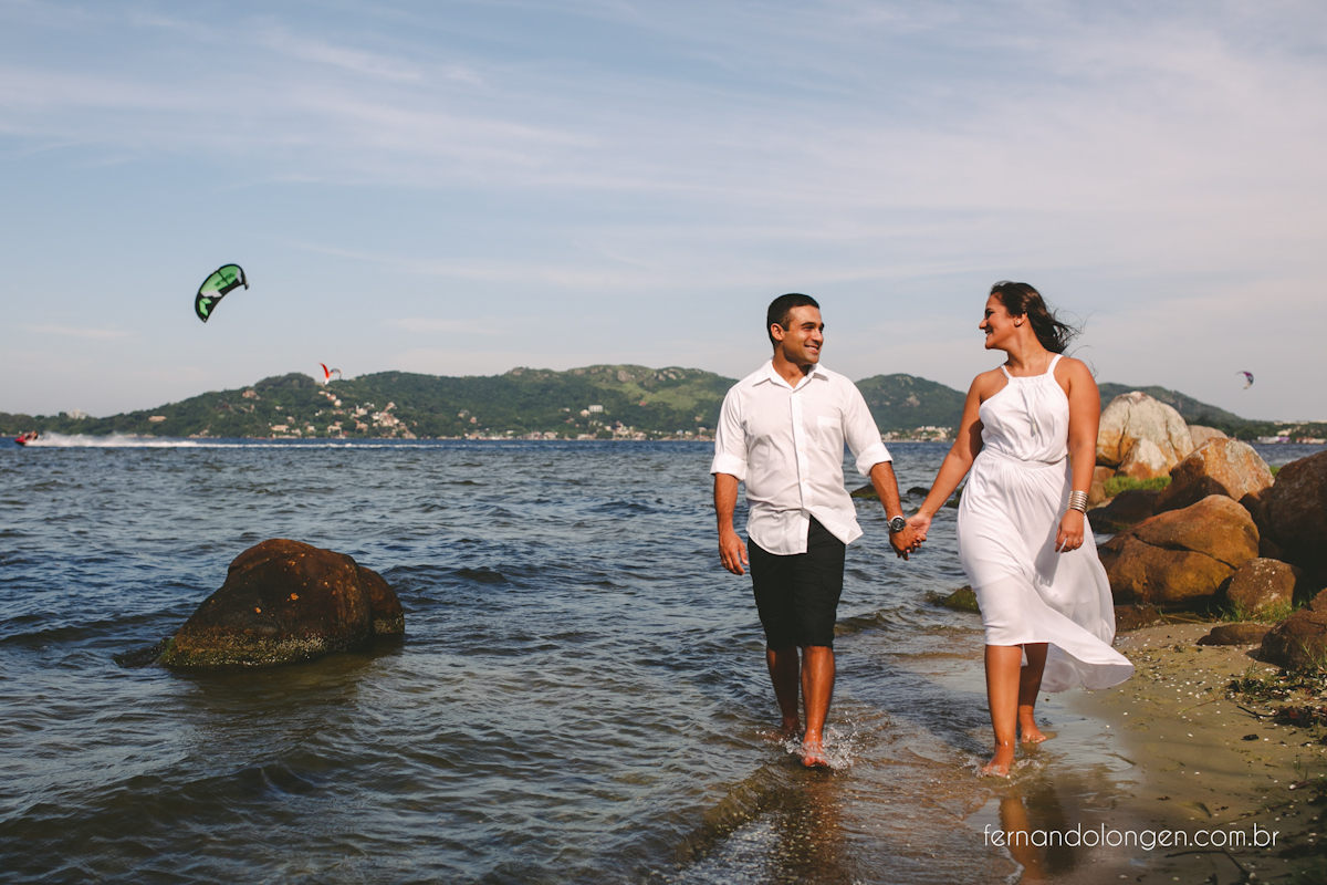 sessao-pre-casamento-na-lagoa-da-conceicao-e-dunas-da-joaquina-florianopolis-ensaio-casal-noivos-pre-casamento-fotografo-fernando-longen-wedding-photographer-6