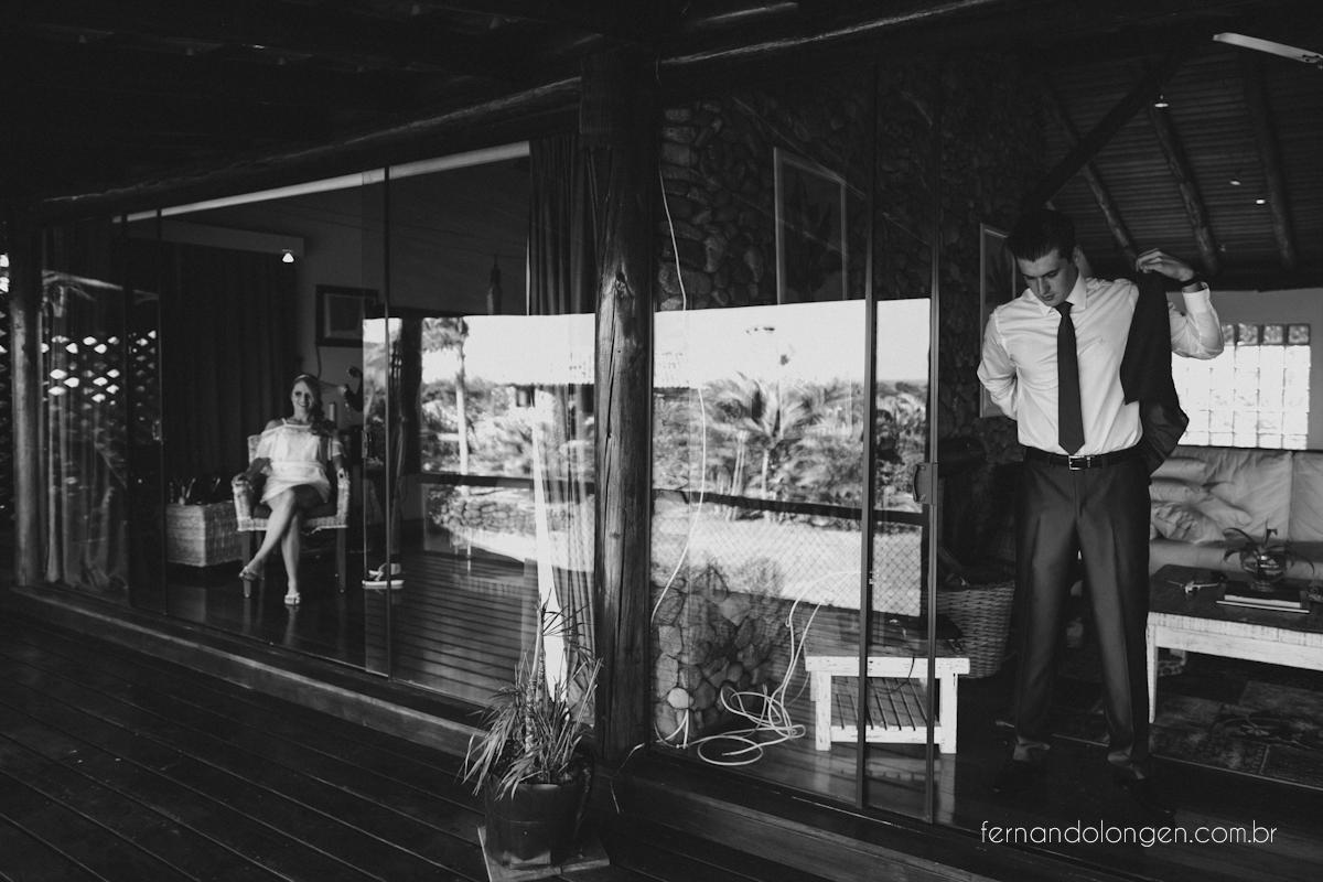 casamento-na-praia-do-rosa-santa-catarina-ao-ar-livre-noivos-julia-e-mauricio-wedding-photographer-fernando-longen-10