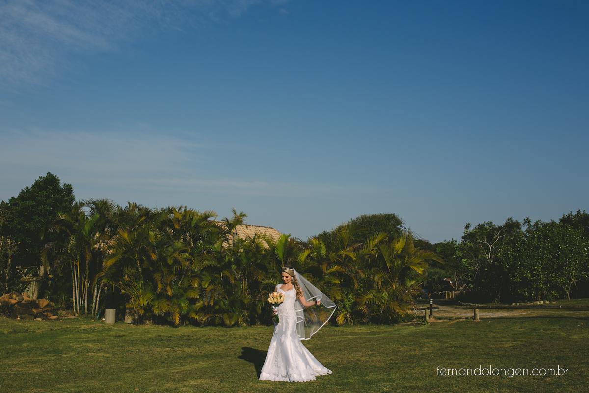 casamento-na-praia-do-rosa-santa-catarina-ao-ar-livre-noivos-julia-e-mauricio-wedding-photographer-fernando-longen-15