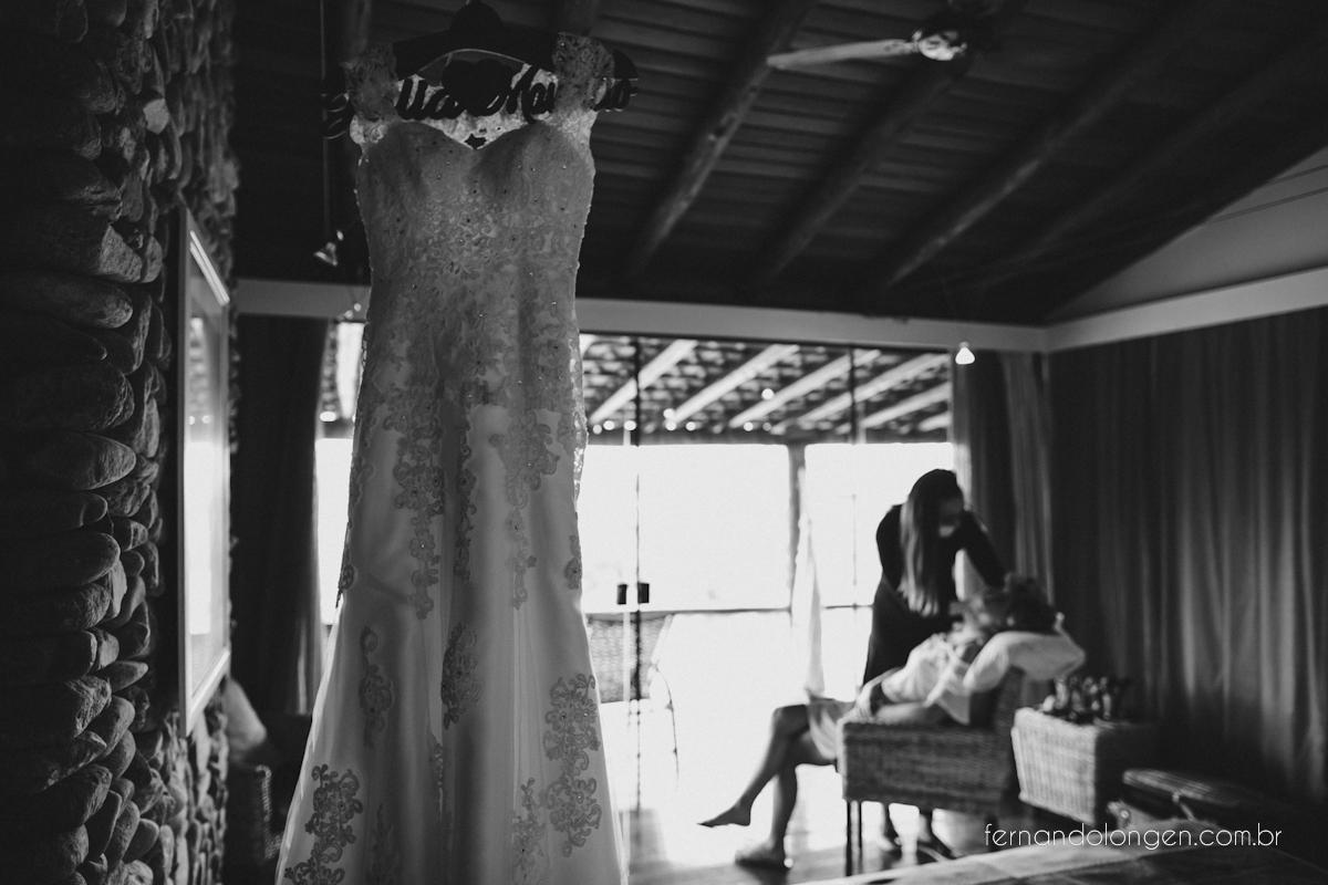 casamento-na-praia-do-rosa-santa-catarina-ao-ar-livre-noivos-julia-e-mauricio-wedding-photographer-fernando-longen-2