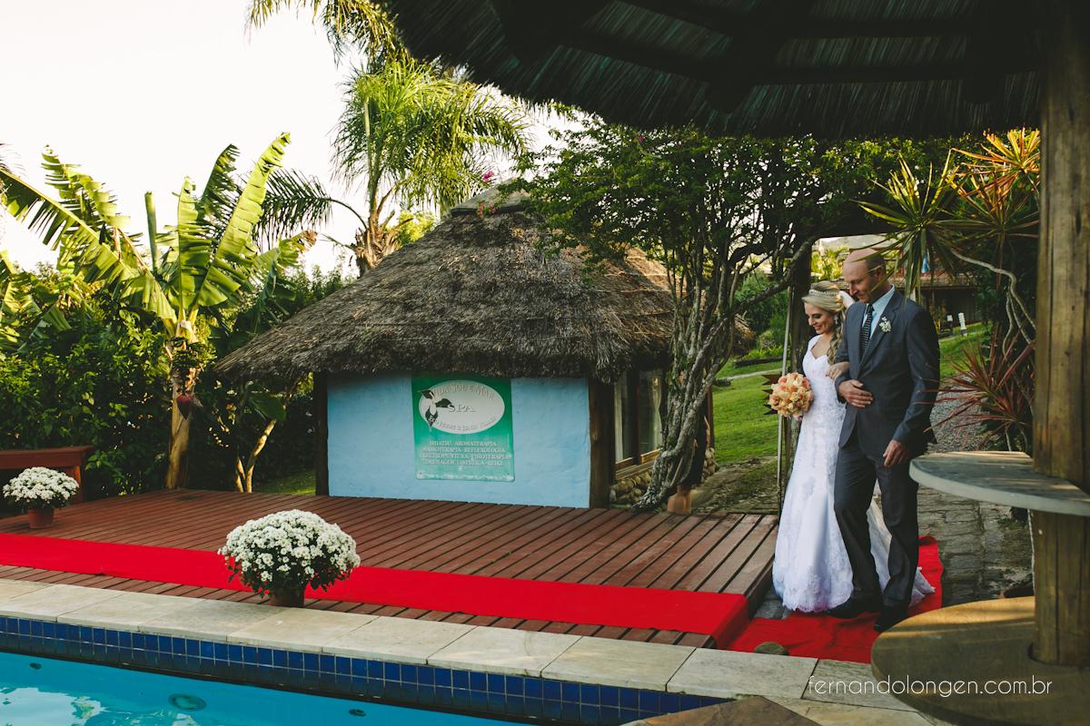 casamento-na-praia-do-rosa-santa-catarina-ao-ar-livre-noivos-julia-e-mauricio-wedding-photographer-fernando-longen-22