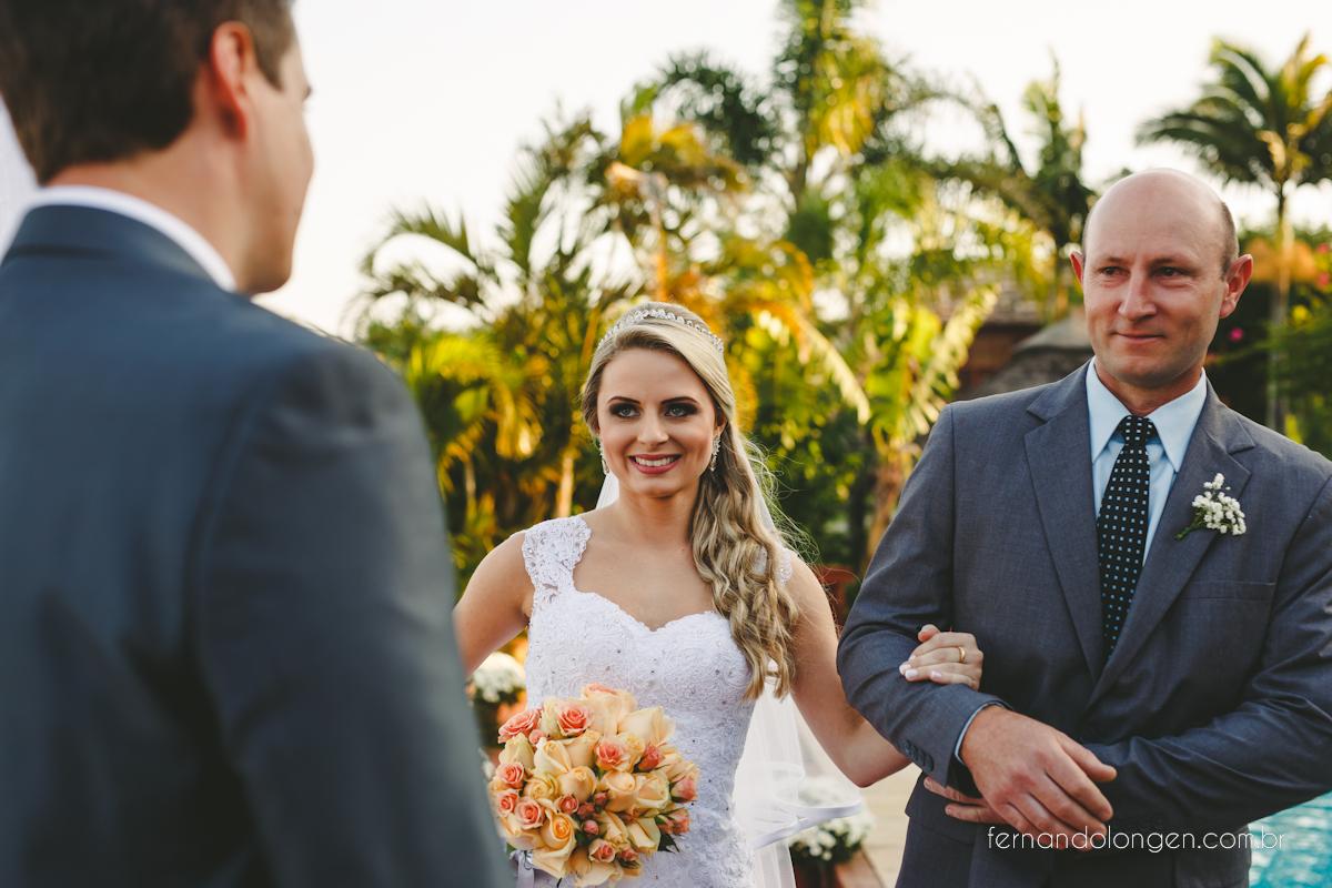 casamento-na-praia-do-rosa-santa-catarina-ao-ar-livre-noivos-julia-e-mauricio-wedding-photographer-fernando-longen-24