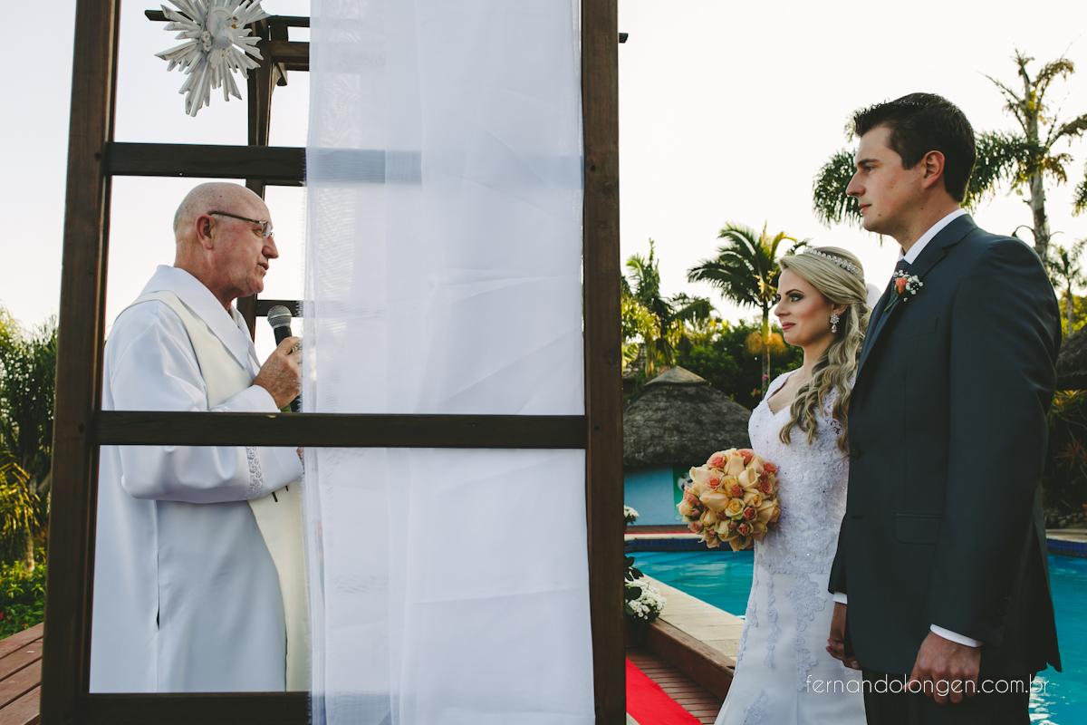 casamento-na-praia-do-rosa-santa-catarina-ao-ar-livre-noivos-julia-e-mauricio-wedding-photographer-fernando-longen-27
