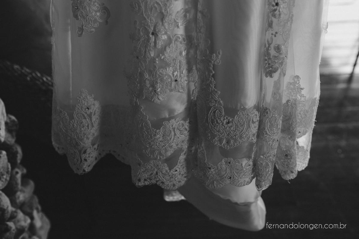 casamento-na-praia-do-rosa-santa-catarina-ao-ar-livre-noivos-julia-e-mauricio-wedding-photographer-fernando-longen-3