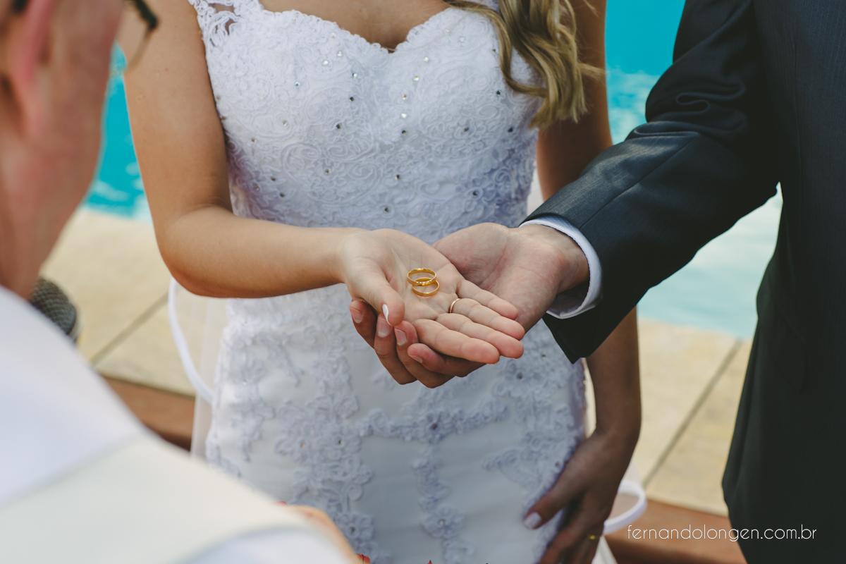 casamento-na-praia-do-rosa-santa-catarina-ao-ar-livre-noivos-julia-e-mauricio-wedding-photographer-fernando-longen-31