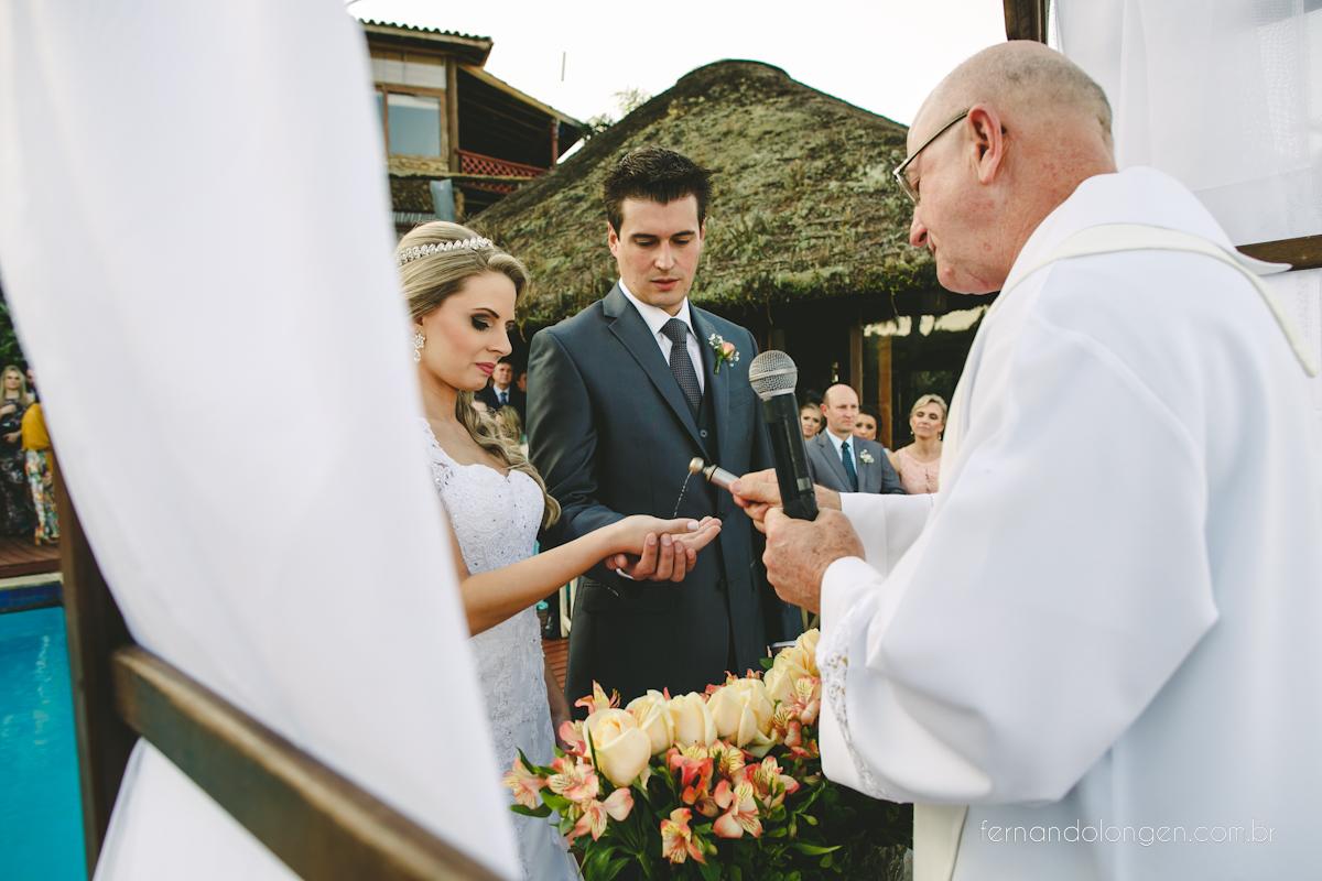 casamento-na-praia-do-rosa-santa-catarina-ao-ar-livre-noivos-julia-e-mauricio-wedding-photographer-fernando-longen-34