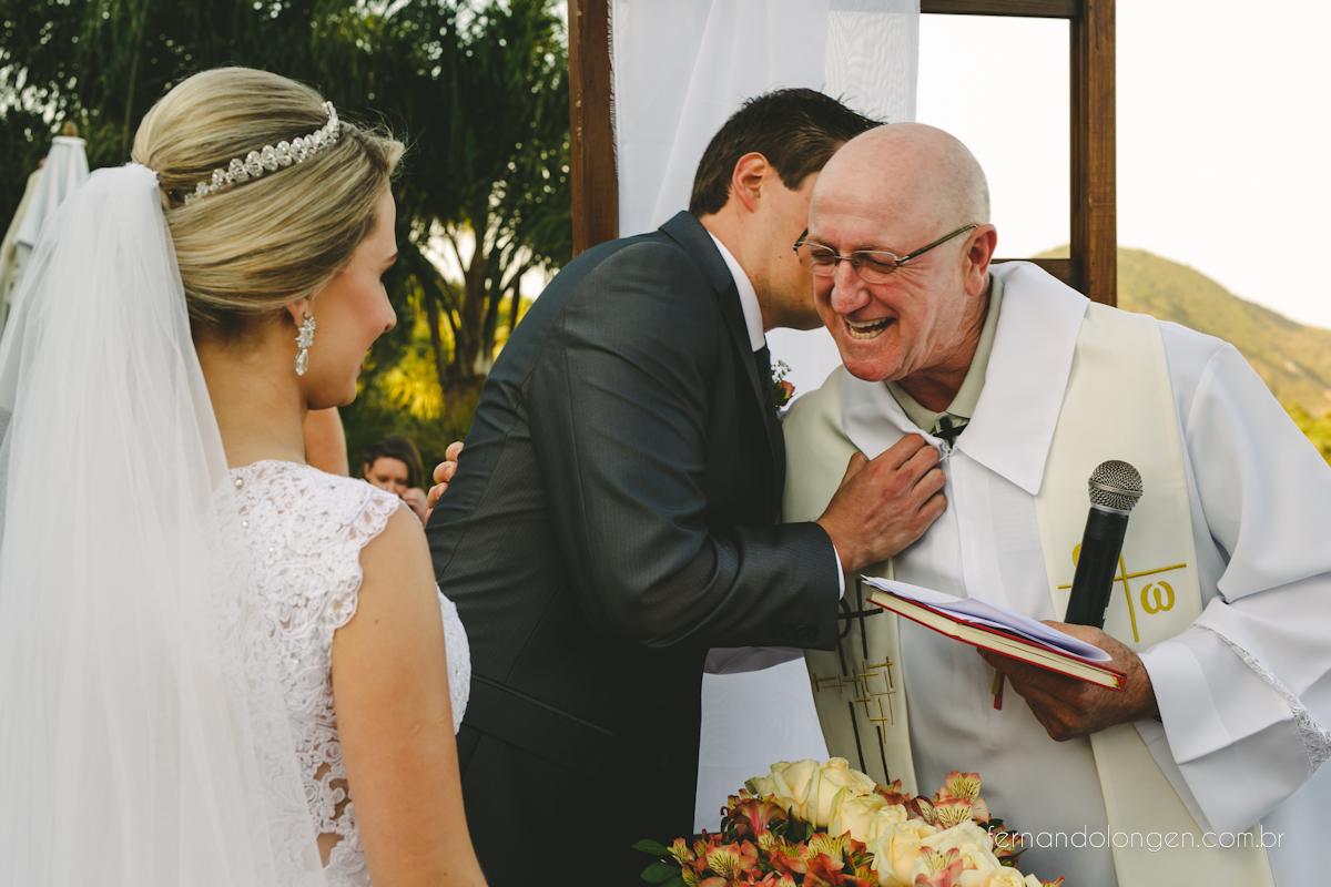 casamento-na-praia-do-rosa-santa-catarina-ao-ar-livre-noivos-julia-e-mauricio-wedding-photographer-fernando-longen-36