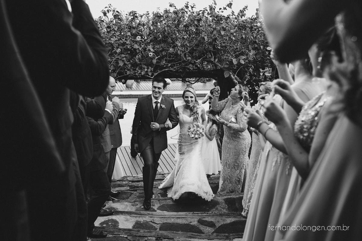 casamento-na-praia-do-rosa-santa-catarina-ao-ar-livre-noivos-julia-e-mauricio-wedding-photographer-fernando-longen-37