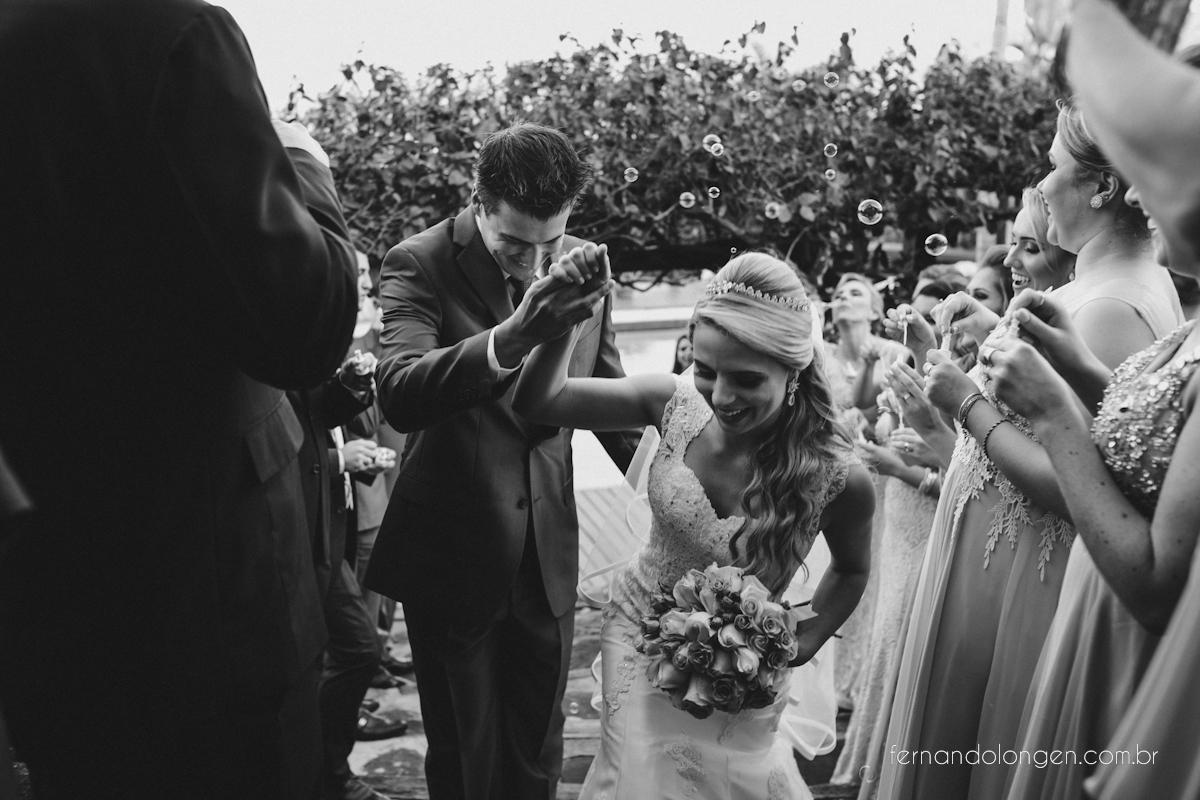 casamento-na-praia-do-rosa-santa-catarina-ao-ar-livre-noivos-julia-e-mauricio-wedding-photographer-fernando-longen-39
