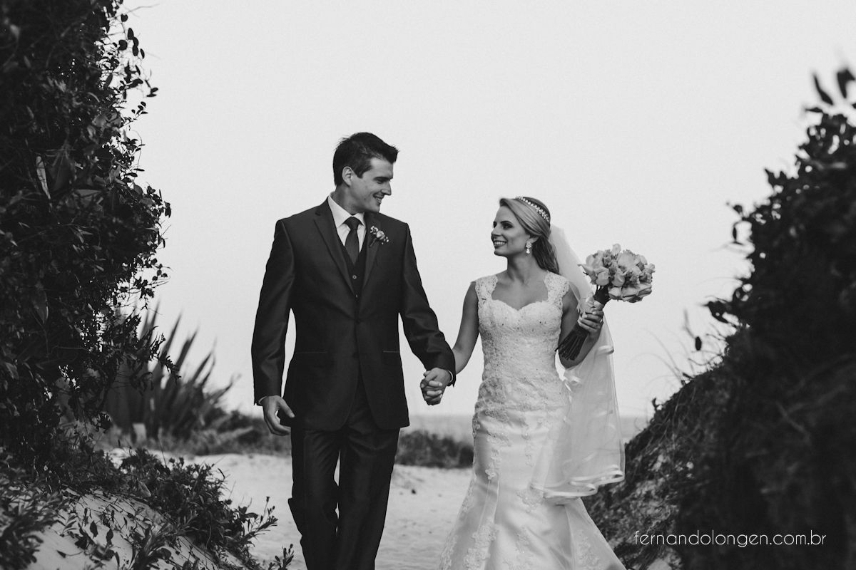 casamento-na-praia-do-rosa-santa-catarina-ao-ar-livre-noivos-julia-e-mauricio-wedding-photographer-fernando-longen-40