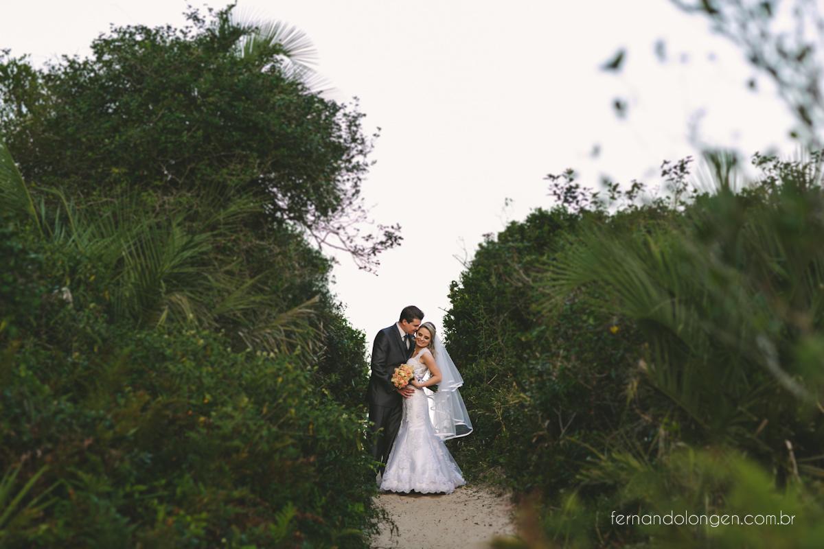 casamento-na-praia-do-rosa-santa-catarina-ao-ar-livre-noivos-julia-e-mauricio-wedding-photographer-fernando-longen-42