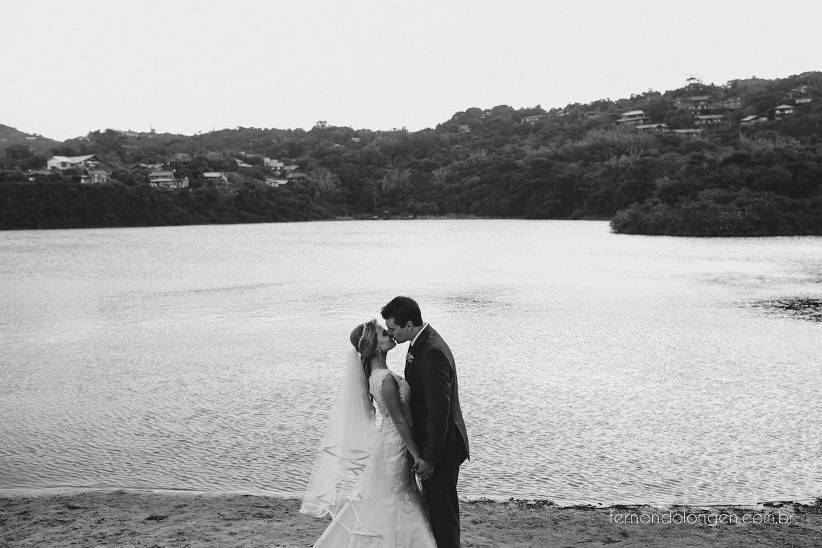 casamento-na-praia-do-rosa-santa-catarina-ao-ar-livre-noivos-julia-e-mauricio-wedding-photographer-fernando-longen-44
