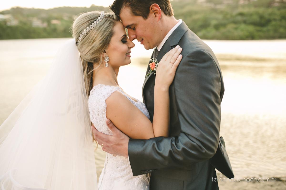 casamento-na-praia-do-rosa-santa-catarina-ao-ar-livre-noivos-julia-e-mauricio-wedding-photographer-fernando-longen-45