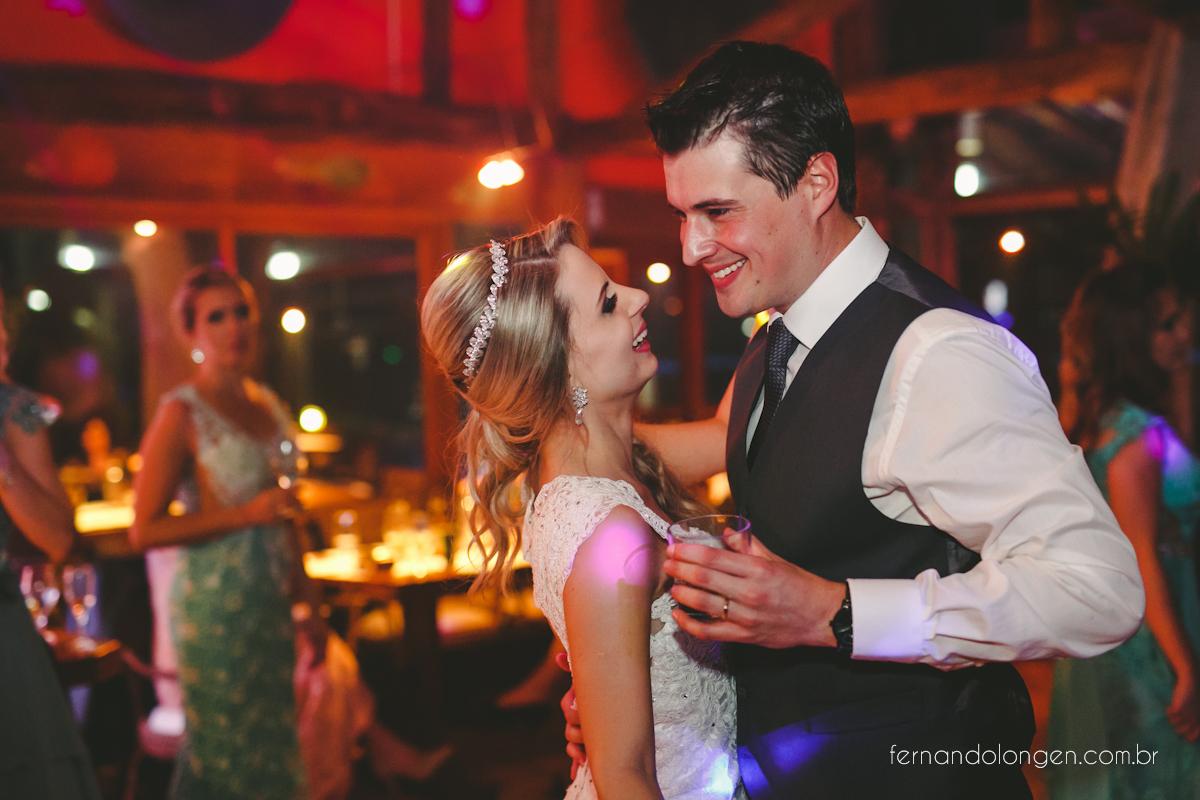 casamento-na-praia-do-rosa-santa-catarina-ao-ar-livre-noivos-julia-e-mauricio-wedding-photographer-fernando-longen-53