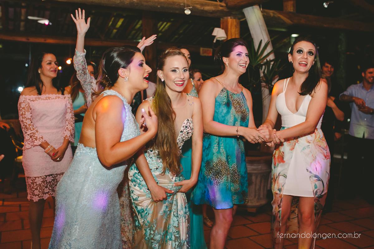 casamento-na-praia-do-rosa-santa-catarina-ao-ar-livre-noivos-julia-e-mauricio-wedding-photographer-fernando-longen-55