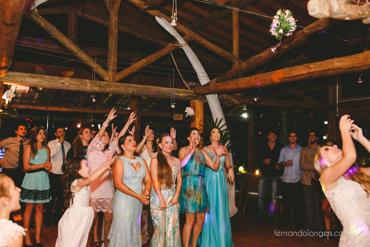 casamento-na-praia-do-rosa-santa-catarina-ao-ar-livre-noivos-julia-e-mauricio-wedding-photographer-fernando-longen-56