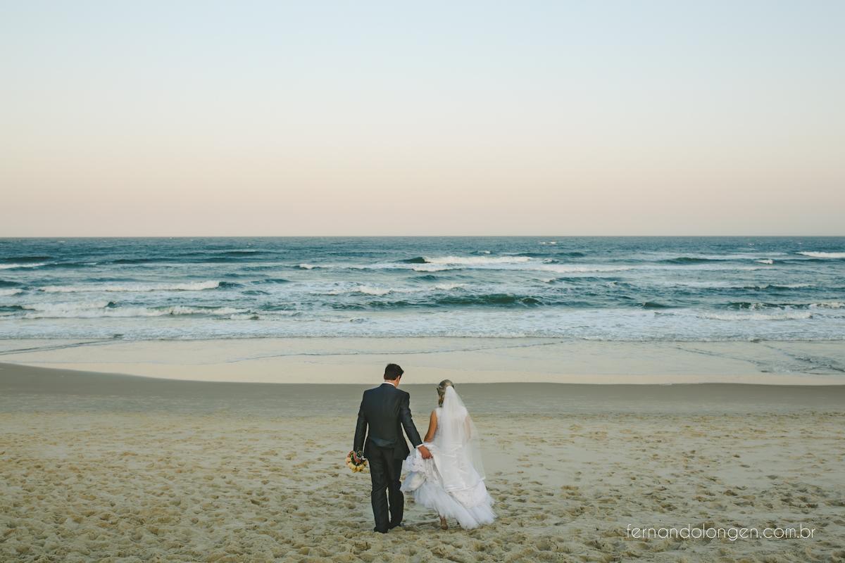 casamento-na-praia-do-rosa-santa-catarina-ao-ar-livre-noivos-julia-e-mauricio-wedding-photographer-fernando-longen